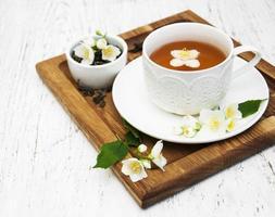 tasse de thé aux fleurs de jasmin
