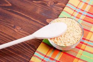 lentilles crues à bord des aliments diététiques
