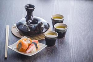 service à thé et sushi photo