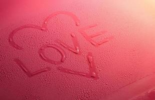coeur d'amour de la saint-valentin fait de bulles d'eau