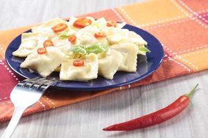 portion de raviolis au poivron rouge