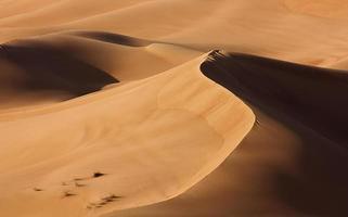 désert de dubaï avec de belles sandunes photo
