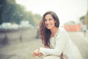 belle jeune femme brune photo