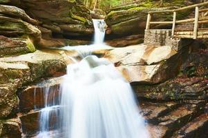Sabbaday Falls dans la forêt nationale de White Mountain photo