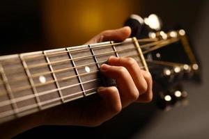 détail de la guitare acoustique photo