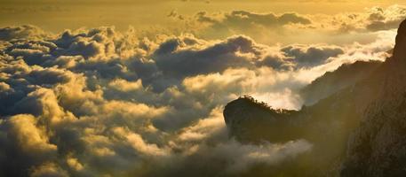 montagnes brumeuses
