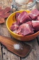 viande fraîche coupée en cubes photo