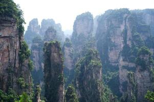 mystérieuses montagnes zhangjiajie, province du Hunan en Chine. photo