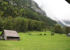 cabane dans les montagnes photo
