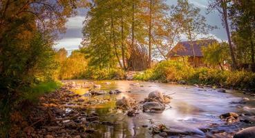 mélange de couleurs sur la rivière photo