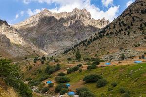beaux paysages avec de hautes montagnes de Turquie photo