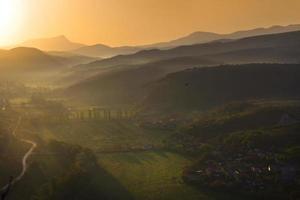 matin dans le paysage de montagnes photo