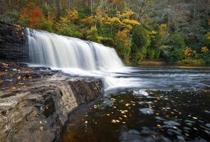 Hooker Falls chute d'eau d'automne dupont State Park forêt feuillage d'automne