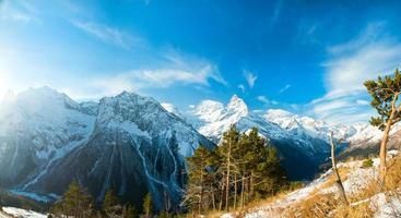 les montagnes de dombay photo