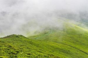 montagnes brumeuses photo