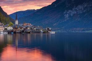 village de hallstatt dans les alpes photo