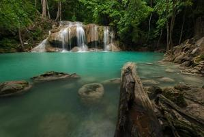 Cascade d'Erawan à Kanchanaburi, Thaïlande photo