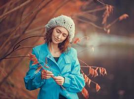 fille dans le parc automne photo