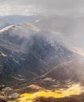 vue colorée dans les montagnes de la Turquie en été photo