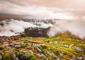 chaîne de montagnes en été photo