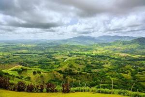 vallée dans les montagnes photo