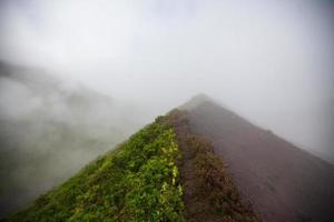 montagnes enfumées photo