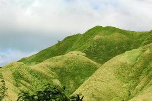 montagnes vertes vallonnées