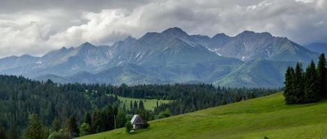 village de montagne dans les montagnes photo