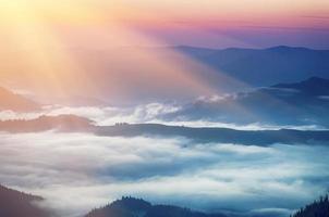 lever du soleil de montagne photo