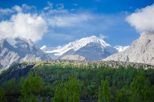 vallée de montagne idyllique