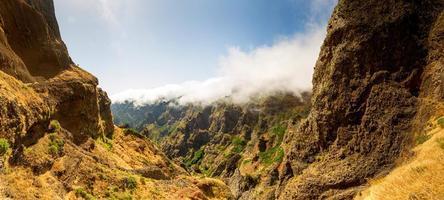 canyon dans les montagnes photo