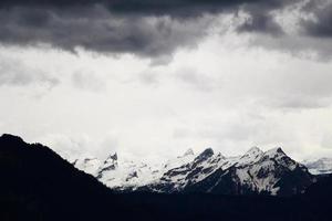 montagnes et nuages photo