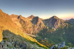 matin dans les montagnes. photo