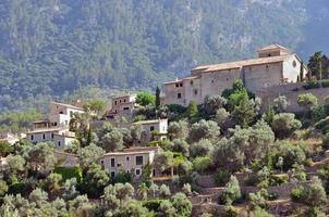 village dans les montagnes photo