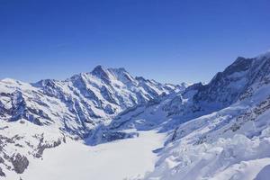 montagne de neige dans les alpes photo