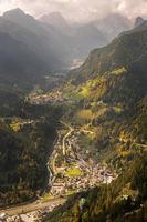 vallée de montagne, dolomites, italie photo