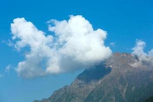 vue d'été sur la montagne