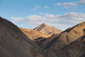 chaîne de montagnes, leh, ladakh, inde photo