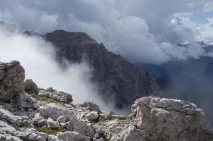 brouillard dans les alpes