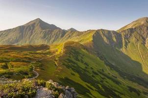 sentier de randonnée à travers les tatras occidentaux photo