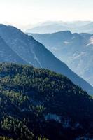 Belle vue sur les Alpes depuis la montagne de Dachstein, plate-forme d'observation à 5 doigts