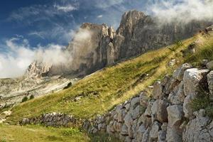 crête de montagne dans les dolomites photo