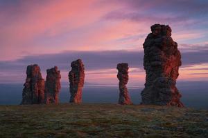géants de pierre du nord de l'Oural photo