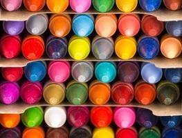 Gros plan de crayons multicolores photo