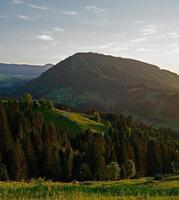 Carpates ukrainiennes. montagnes du soir