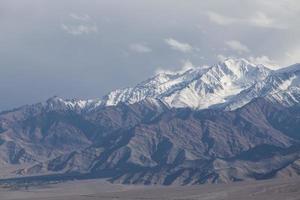 chaîne de montagnes de neige, leh inde photo