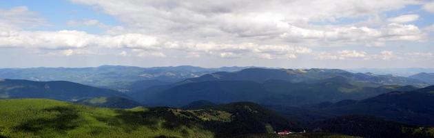 vue panoramique sur le magnifique paysage des Carpates