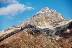 dombai. Paysage des Rocheuses dans la région du Caucase en Russie photo