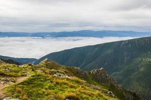 nuages dans la vallée photo