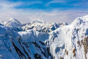 Vue aérienne du paysage de montagne d'Asie centrale photo